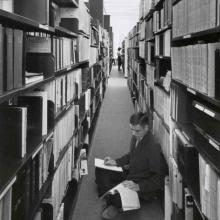 Students in the stacks of third floor Maxwell MacOdrum Library, 1962